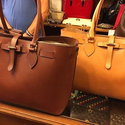 Leather totes by Boldrini at Pelleteria Umberto