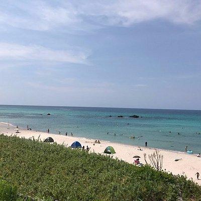 写真以上に、コバルトブルーの有料ビーチ