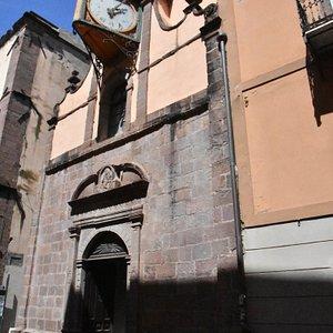Fassade mit Uhr