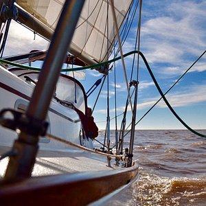 Tarde soleada e ideal para la navegación a vela