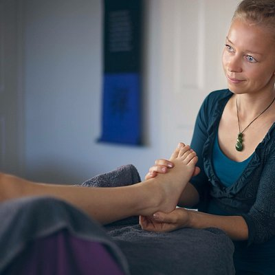 Relax, reconnect and recharge with my unique modality, blending Reflexology, FeetReading & Mento