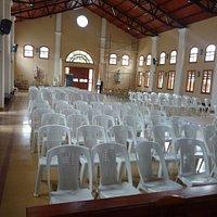 vista de la Iglesia sacada desde altar.-