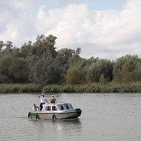 Je kan ook een motorbootje huren natuurlijk...