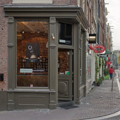 Coffeeshop Amsterdam formally known as the Dampkring Coffeeshop can be found on Haarlemmerstraat