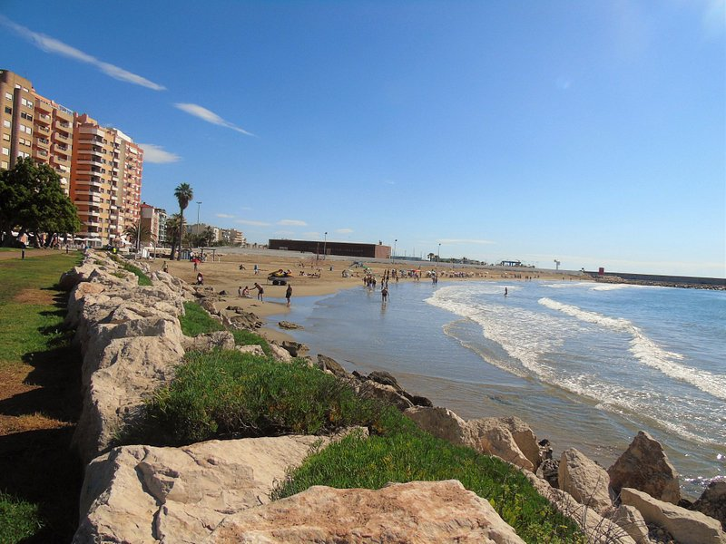 Vista a la playa desde el paseo Manuel Azaña