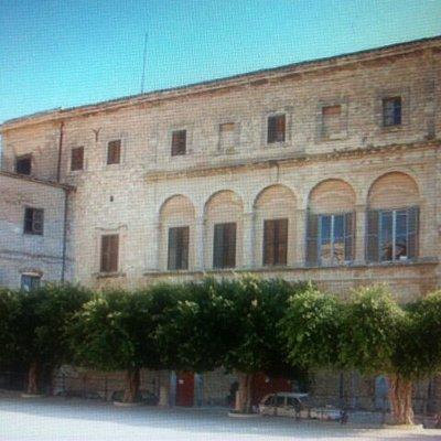 Imponenza della facciata principale ....