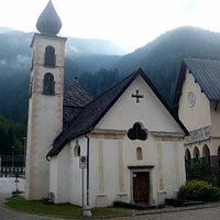 L'antica chiesa e il nuovo santuario