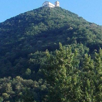 vista dal basso del monte