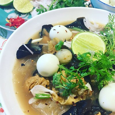 Kyazan Hingar pepper soup with chicken, tofu and quail eggs