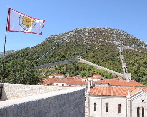 Widok z twierdzy na mury obronne Stonu