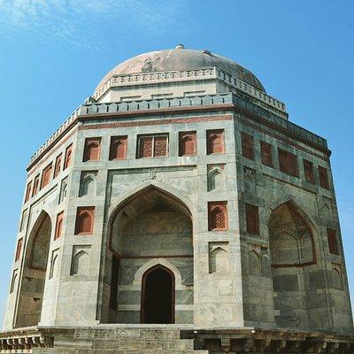 Shah Quli Khan Tomb