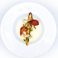 Velouté froid de moules au safran, chips de coppa, fougasse au fenouil.