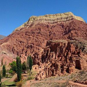Recomiendo acercarse a este hermoso y peculiar cerro. Notable paisaje.