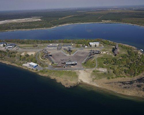 Ferropolis ist eine Halbinsel , umgeben vom Gremminer See