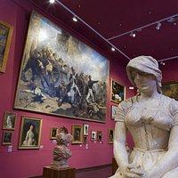 La Pinacoteca acoge la colección de pintura y escultura del siglo XIX.