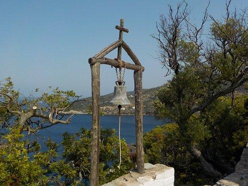 Glocke vor der Kapelle
