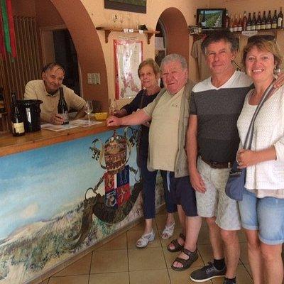 visite au caveau saint l acceuil est tres bon la degustation est genereuse et tres sympathique l