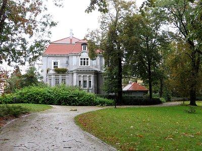 Secesyjna willa obok parku Stanisława Moniuszki w Poznaniu