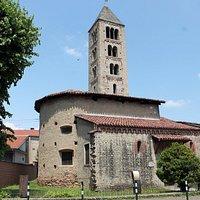 La chiesa di S. Martino, oggi chiusa al pubblico, risale all'XI secolo.