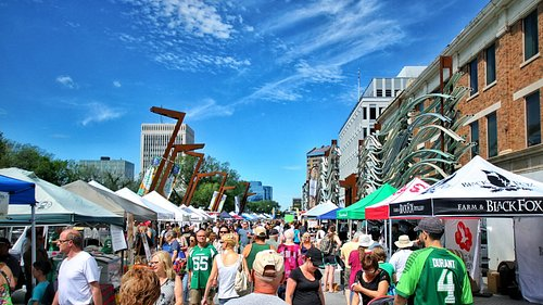 A beautiful market day in May.