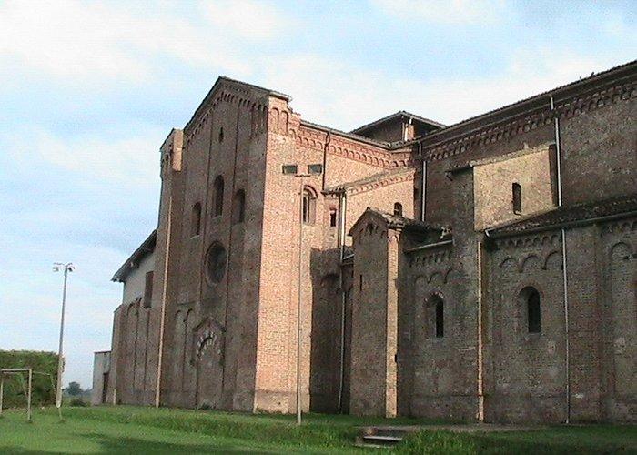 Fontevivo -Basilica di San Bernardo: scorcio laterale