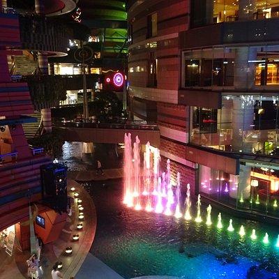 Lichtshow en waterorgel in Canal City Mall