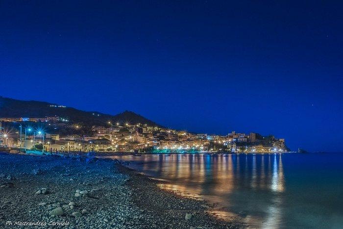 Veduta notturna del Golfo di Castel di Tusa (Messina)