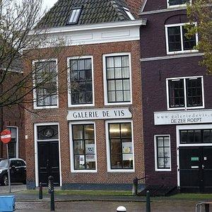 Galerie De Vis aan de Noorderhaven van Harlingen