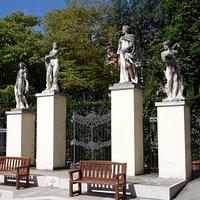 Entrada da Ca' Rezzonico pela Fondamenta, com o Giardini à esquerda