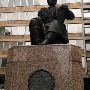 Памятник Петру II Петровичу Негошу.