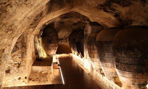 Sala central subterranea de tinajas