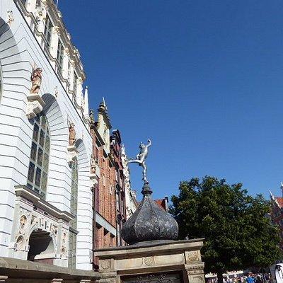 Mercury in front of the Artus Court
