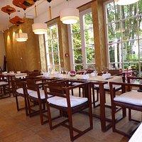 Orchidea Huong, Restaurant