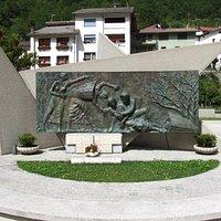 Monumento dedicato a Maria Plozner Mentil e a tutte le Portatrici Carniche a Timau (UD)