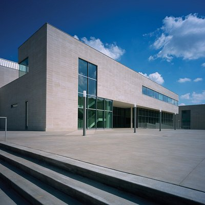 The Kemper Art Museum at Washington University has free admission and is open to the public.