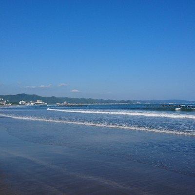 海水浴シーズン終わり秋空