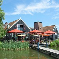 Smit-Bokkum has a lovely terrace where you can take in the magnificent view over the lake