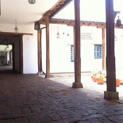 Pasillos y patios del Museo de Arte Religioso de la Concepción.