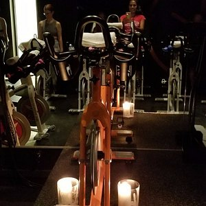 Fun class, intimate setting with candles! I plan to return!