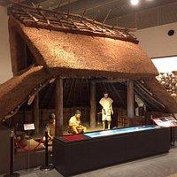 竪穴式住居で朱の精製をしている(弥生後期)