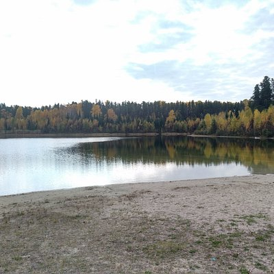 Beautiful Autum day, exploring around Hersey Lake extensive trail options.