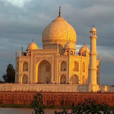 Taj mahal beautiful sun set