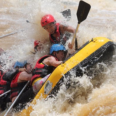 White water rafting in the Padas River (III-IV) for experienced rafters as well as thrill seeker