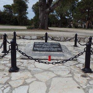 close-up-of-the-memorial.jpg?w=300&h=300&s=1