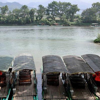Bamboo raft ride along Fuyi River
