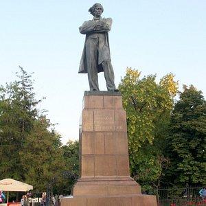Памятник Чернышевскому в Саратове