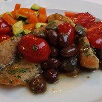 Gallinella di mare con capperi olive taggiasche, pomodori pachino e verdurine