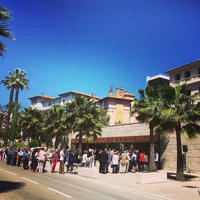 vernissage d'une exposition au musée Bonnard avec la mairie juste derrière