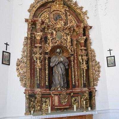 Retablo lateral con la imagen de San Francisco de Asís. Andrés Hernando. Siglo XVIII.