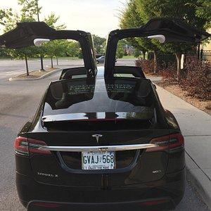 EcoLimo Niagara now has a 6-passenger Tesla Model X! (Driver plus 5 passengers)
